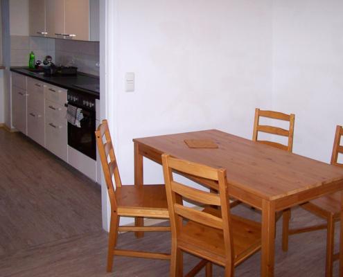 Esstisch mit Küche